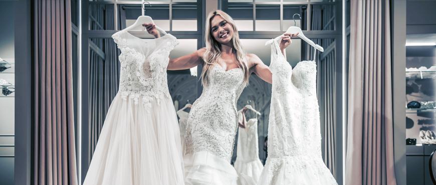novia-eligiendo-vestido